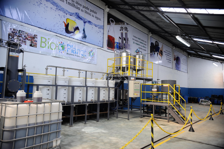 #7C6D3B Projeto quer reciclar 25 milhões de litros de óleo de cozinha até a  3000x1996 px Projeto Cozinha Comunitária Governo Federal_4147 Imagens
