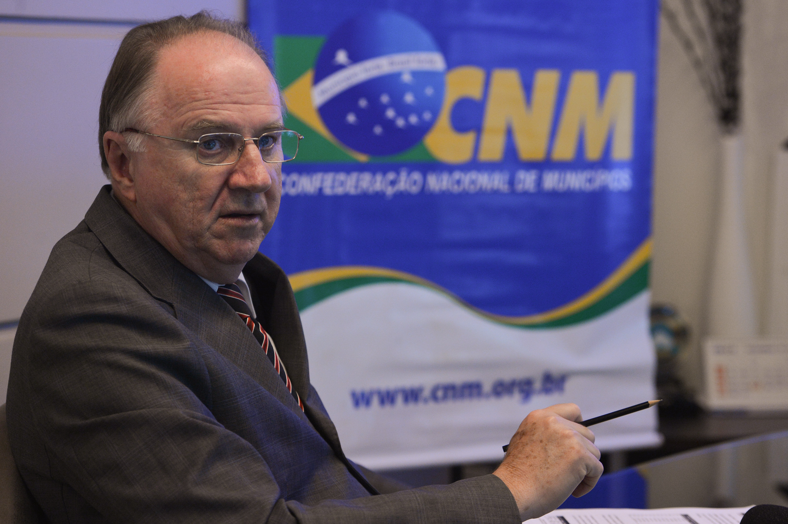 Dilma atrasa verba destinada para escolas estaduais e municipais