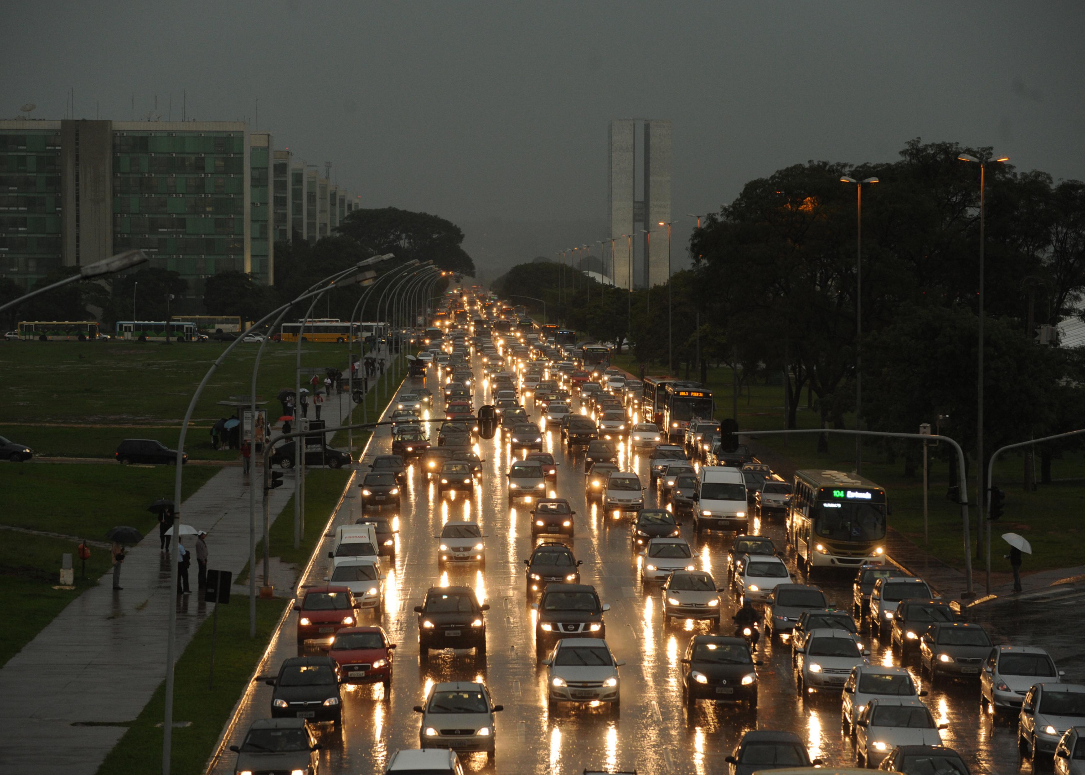 Resultado de imagem para chuva forte brasília