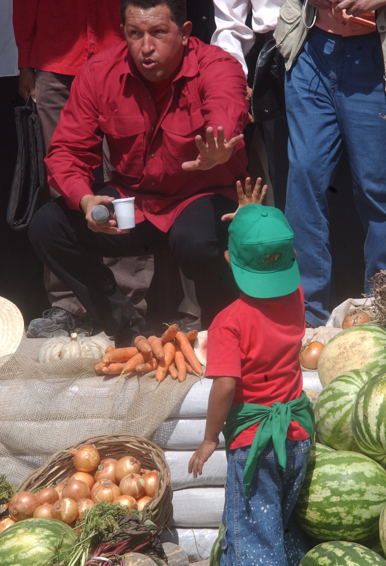 Resultado de imagem para fotos de Chavez no Assentamento do MST