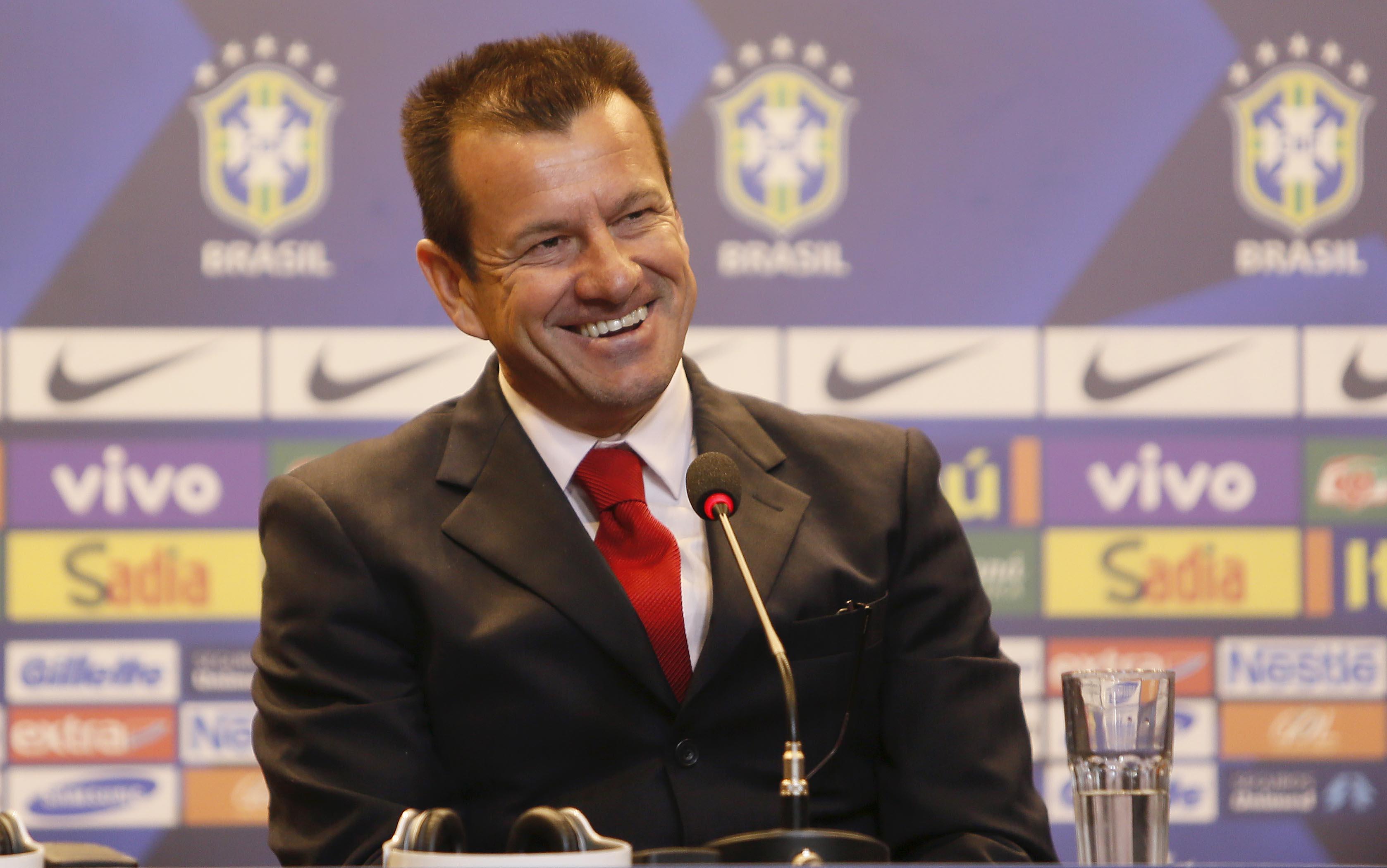 EBC | Dunga diz que Brasil não deve se considerar um país arrasado ...
