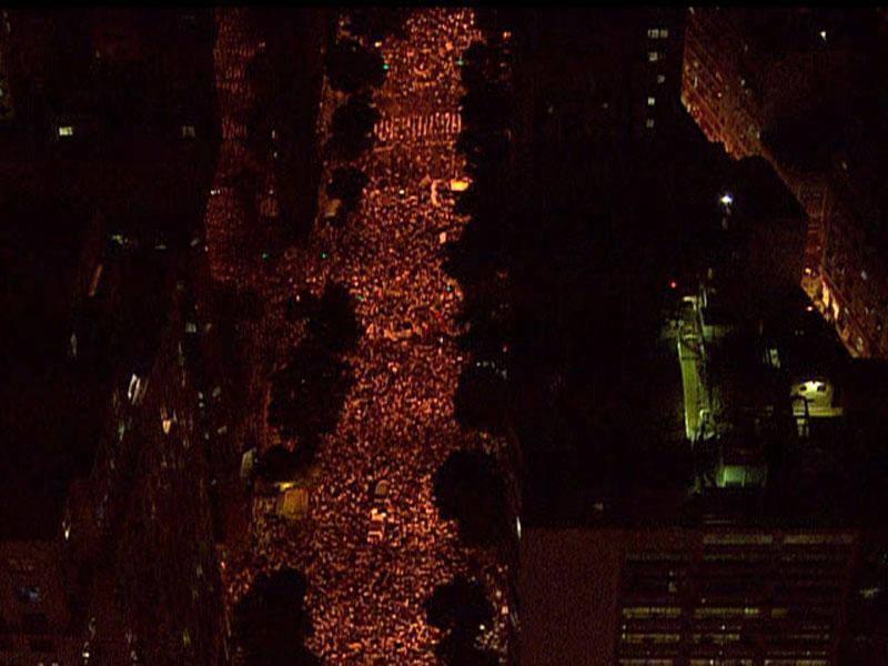Manifestantes do Rio de Janeiro caminham pela Avenida Rio Branco, rumo à Cinelândia. Foto: Isabela Freitas/EBC
