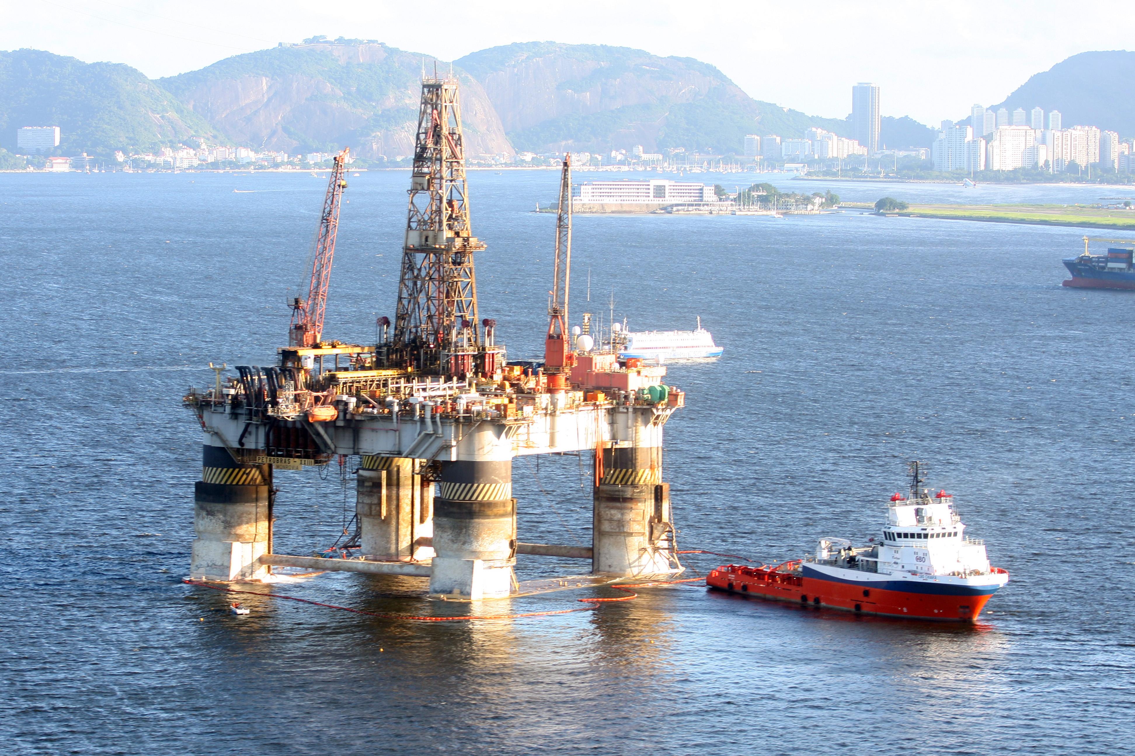 Resultado de imagem para foto de uma exploração de petróleo no pré-sal
