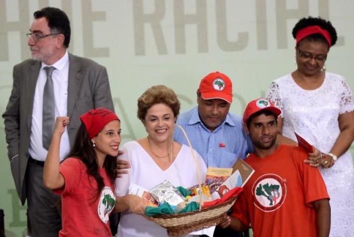 Durante anúncio de medidas para fortalecer o desenvolvimento rural, Dilma recebeu apoio de representantes de movimentos sociaisE