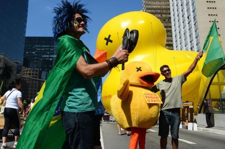 Manifestantes pedem impeachment da presidenta Dilma na avenida Paulista