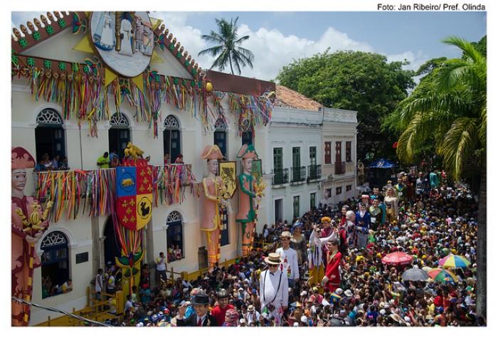 Encontro de Bonecos Gigantes no Carnaval de Olinda