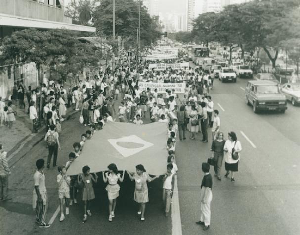 Reproduz grande parte da Convenção Internacional dos Direitos das Crianças e da Declaração Universal dos Direitos da Criança de 1979, sendo reflexo leis internacionais.