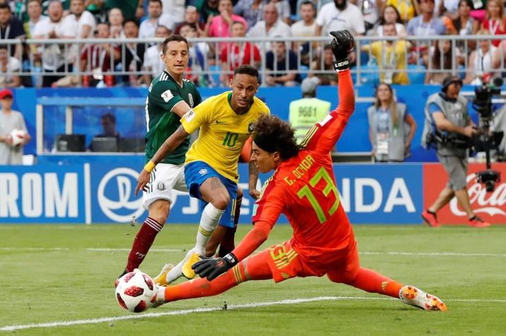 Copa 2018: Guillermo Ochoa, do México, faz uma defesa do brasileiro Neymar