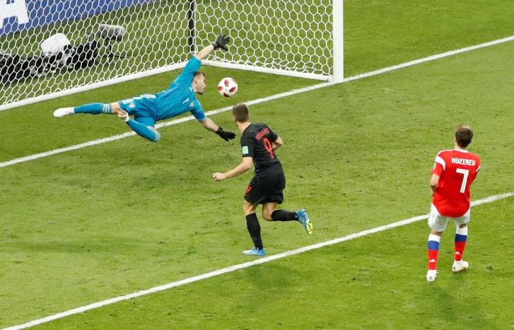 Copa 2018: Andrej Kramaric, da Croácia, marca o primeiro gol na partida contra a Rússia