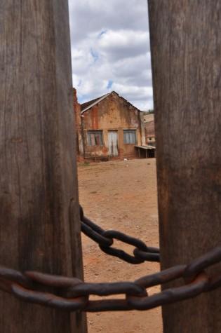 Casa trancada com corrente