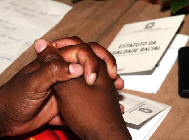 Mãos negras sobre Estatuto da Igualdade Racial