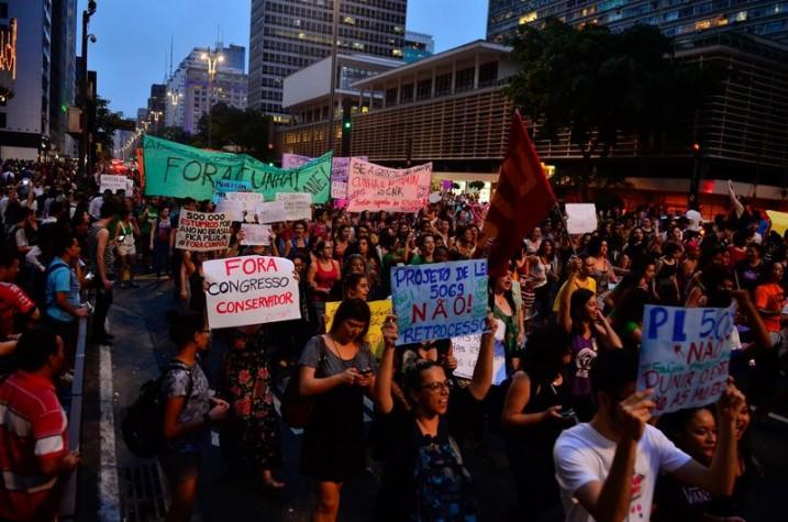 Mulheres protestam em SP contra projeto que trata de aborto