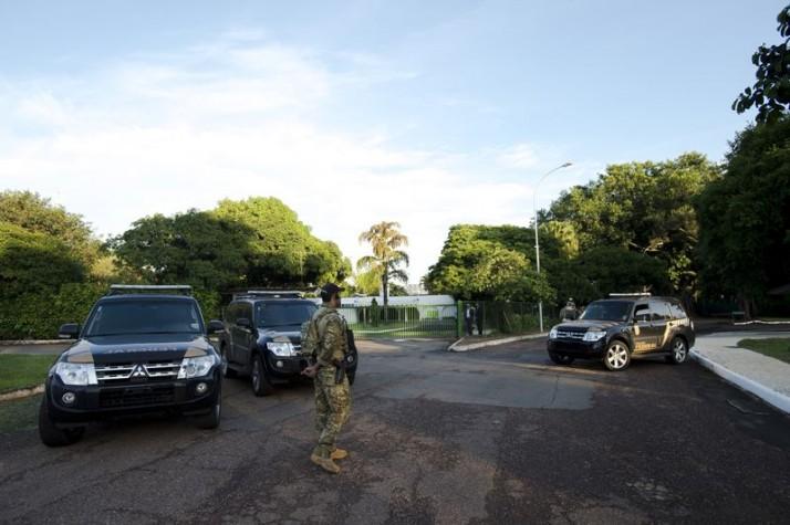 PF cumpre mandados na casa de Eduardo Cunha