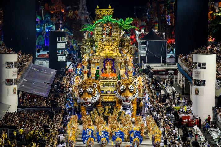 Império de Casa Verde desfila no segundo dia dos desfiles das escolas de samba do Grupo Especial de São Paulo, no Sambódromo