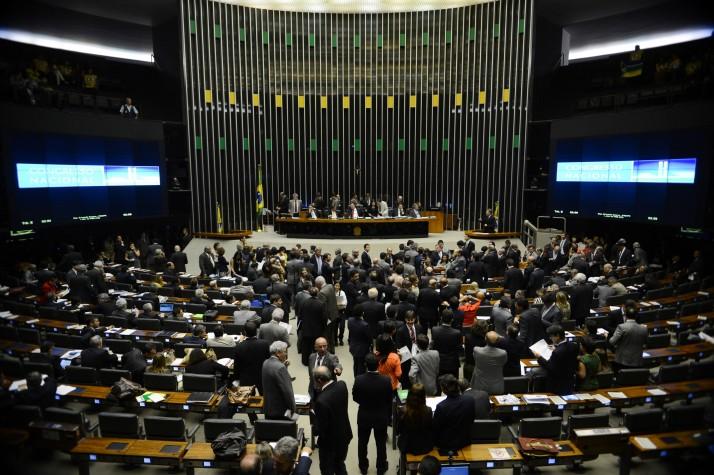 Brasília - O 1º vice-presidente do Congresso, deputado André Vargas, durante sessão conjunta da Câmara e do Senado para analisar itens vetados em sete projetos aprovados pelos parlamentares