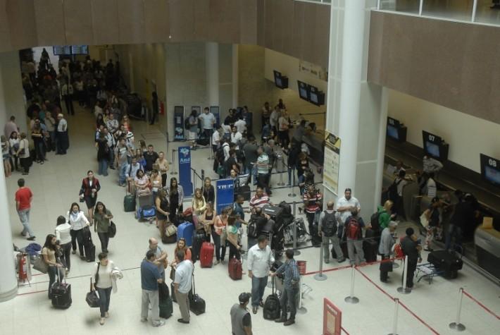 Fechamento de Viracopos provoca cancelamentos de voos