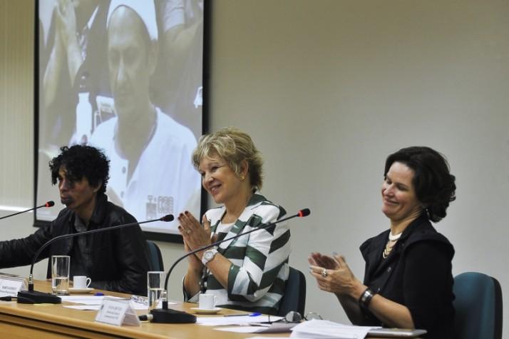 Marta Suplicy entre os militantes Pablo Capilé e Ivana Bentes