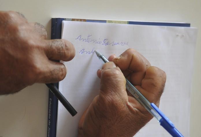 Pesquisa aponta queda do analfabetismo no Brasil