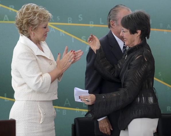 Ana de Hollanda deixa o Ministério da Cultura e passa o cargo a Marta Suplicy