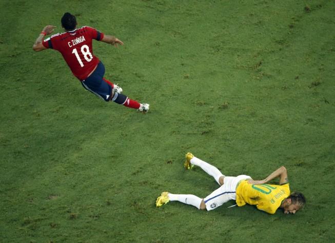 Zuñiga fere Neymar