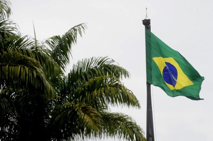 Bandeira na Praça dos Três Poderes