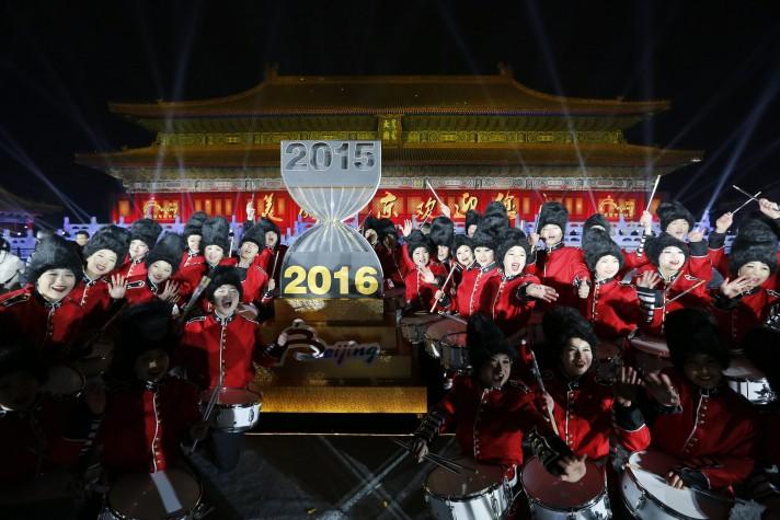 Chineses comemoram a chegada no ano novo no Templo Imperial Ancestral em Pequim