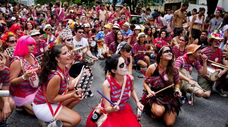 Desfile do bloco Unidos do Samba Queixinho em Belo Horizonte