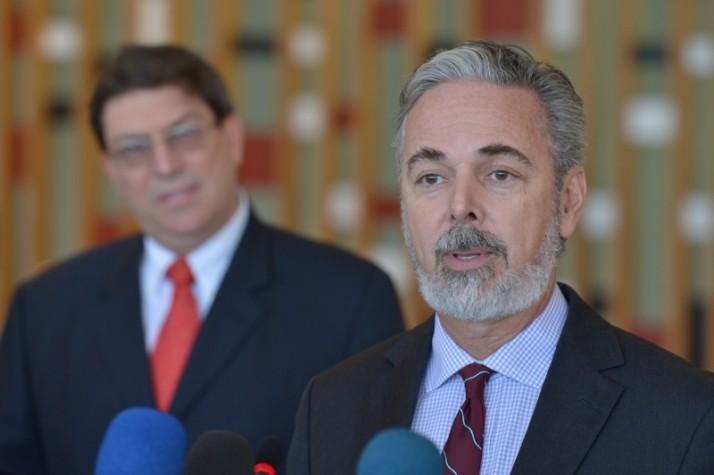 Brasil trará seis mil médicos cubanos para atender moradores de áreas carentes