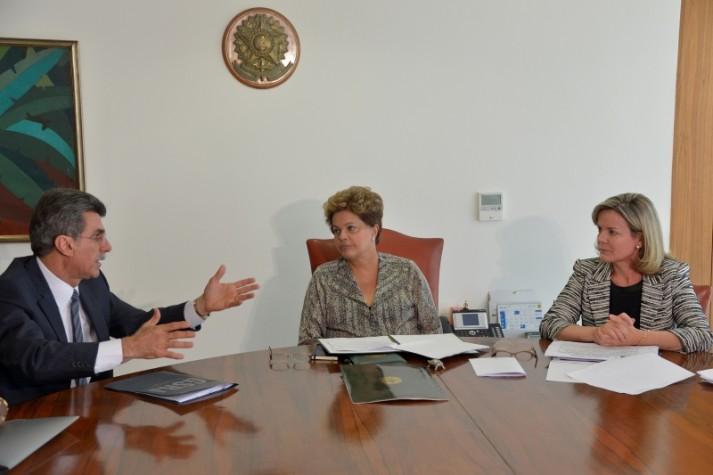 Dilma entrega proposta de regulamentação da PEC das domésticas