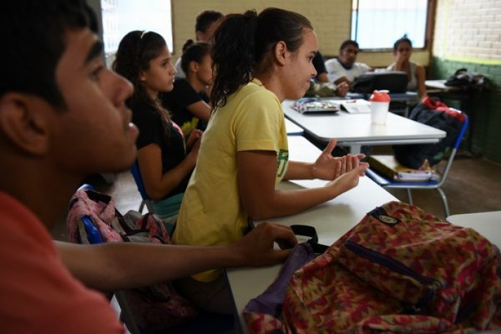 A escola bilíngue de Taguatinga ensina português e libras