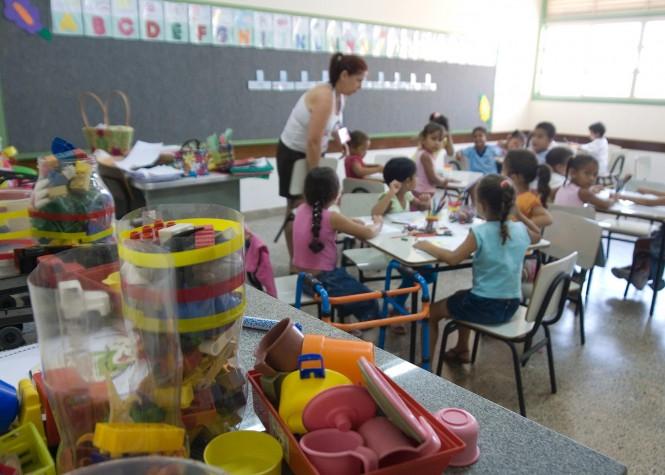 Crianças em aula em escola infantil