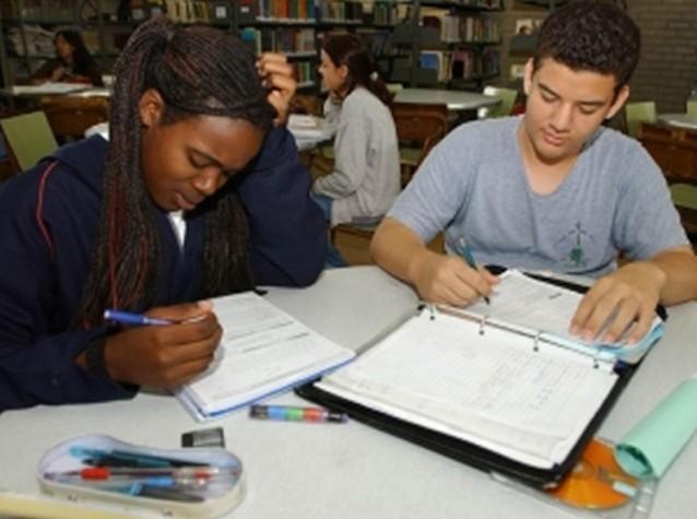 Estudantes fazem última revisão para o Enem