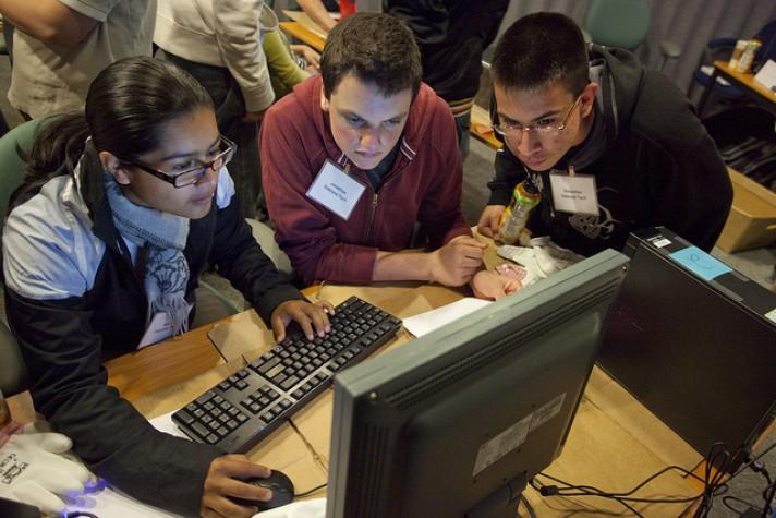 Estudantes computador