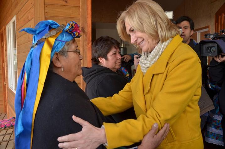 Evelyn Matthei visita comunidade mapuche durante campanha