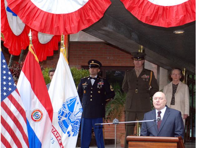 Festa de independência dos EUA na embaixada americana do Paraguai