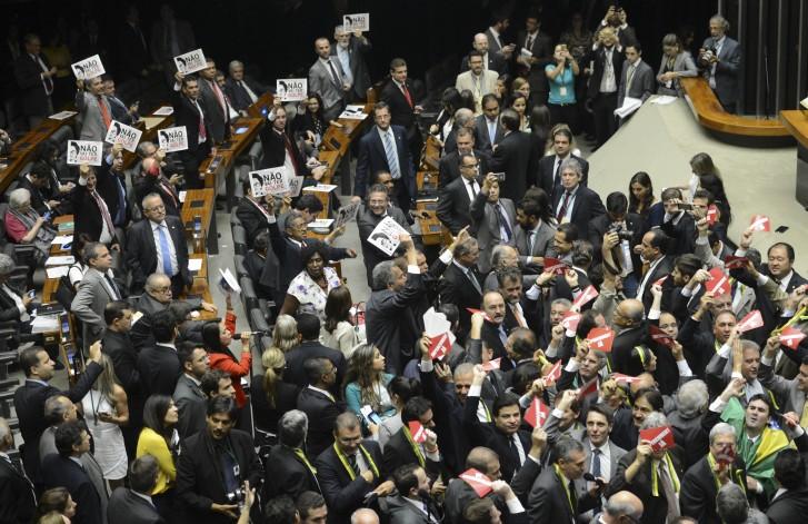 Plenário da Câmara aprova comissão do impeachment