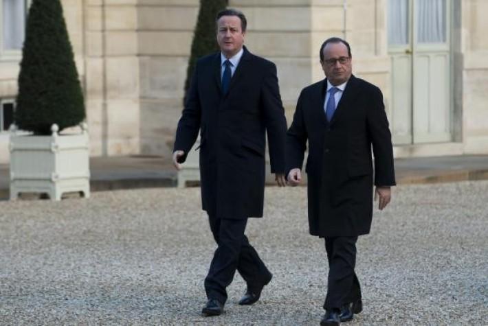 Hollande e Cameron visitam sala de espetáculos do Bataclan