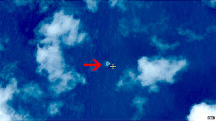 Imagens mostram o que parecem ser objetos flutuando no Mar do Sul da China