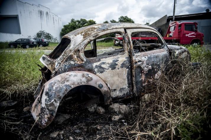 Carro queimado em Itajaí