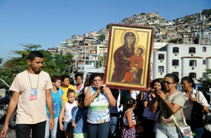 Símbolos da Jornada Mundial da Juventude chegam ao Morro do Vidigal