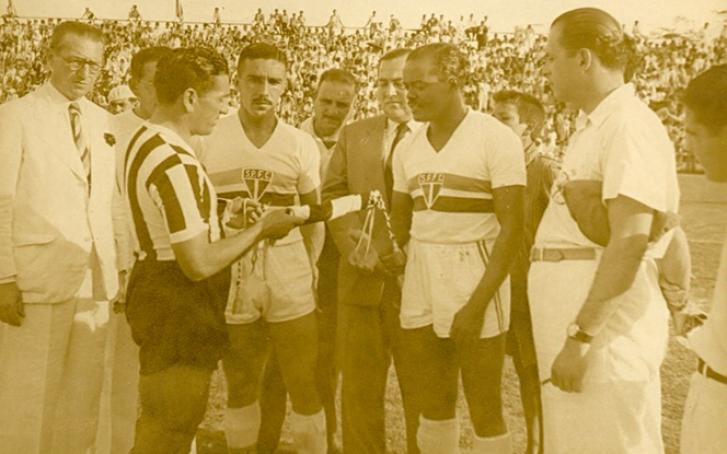 Leônidas da Silva na partida entre São Paulo e Libertad