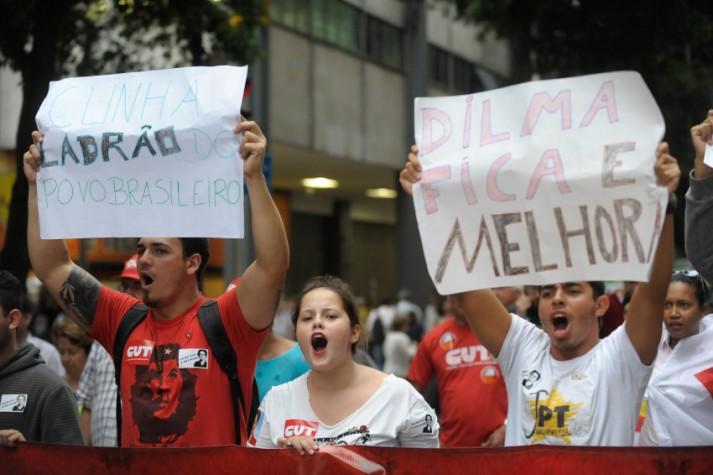 Manifestantes protestam em defesa da democracia no centro do Rio