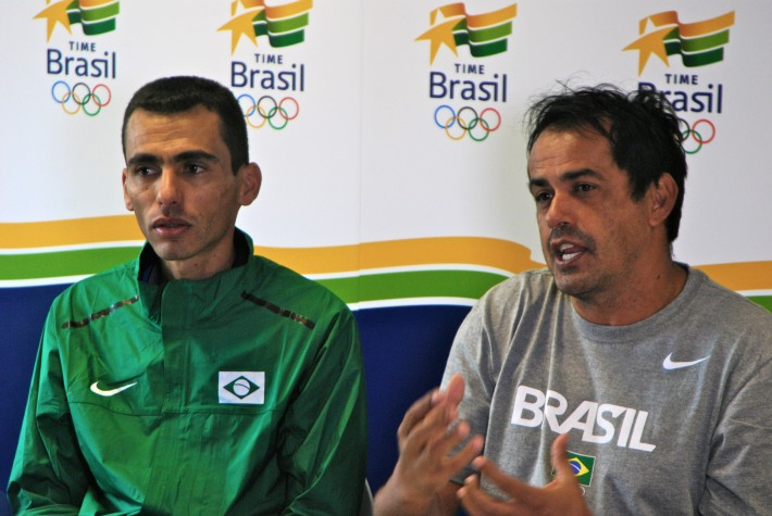Maratonista Marilson dos Santos e seu técnico Adauto Domingues