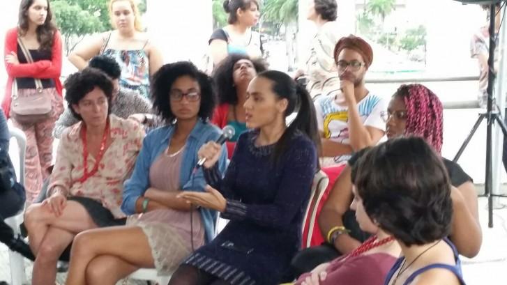 Marta Dilon, Stephanie Ribeiro e Luise Bello falam sobre mobilizações feministas na web durante o Emergências 2015