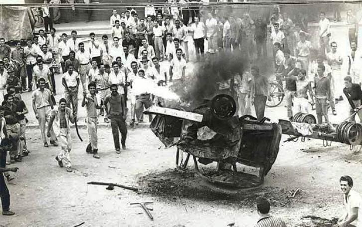 caminhão revirado após massacre em Ipatinga