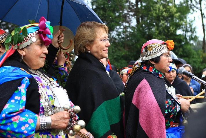 Michelle Bachelet visita comunidade mapuche durante campanha