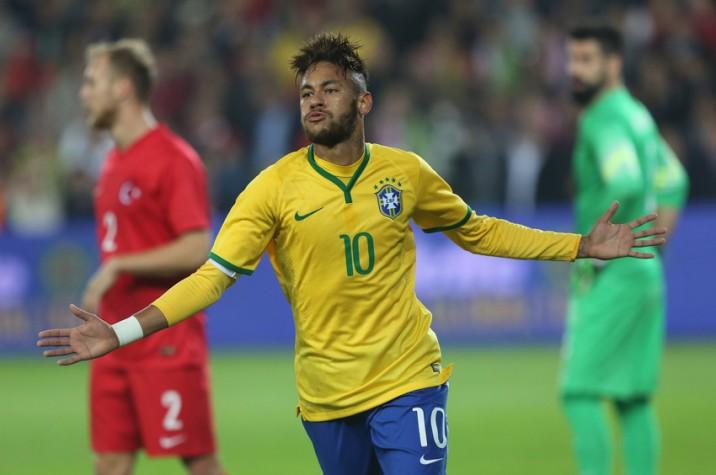 Neymar marcou dois gols no amistoso contra a Turquia