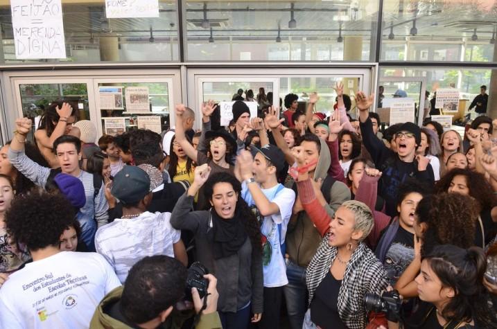 Estudantes secundaristas ocupam Centro Paula Souza em São Paulo