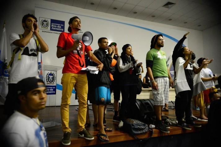 Estudantes secundaristas ocupam Secretaria de Educação no Rio de Janeiro