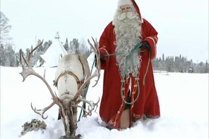 Papai Noel passeando com a rena